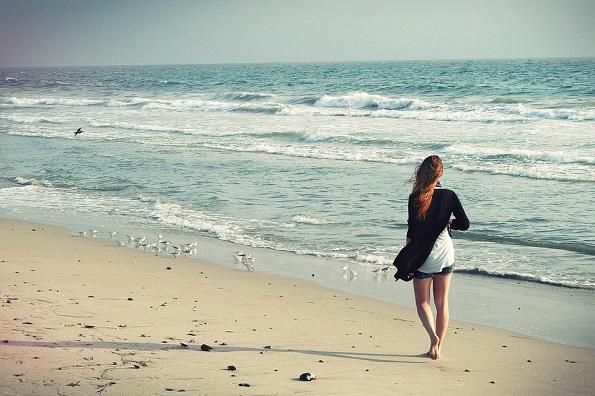 beach-woman-1149088_960_720.jpg